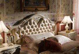 Repliky starožitného nábytku, Luxusní, stylový, historizující, zámecký, kvalitní nábytek, interiéry Řada Viola ROYAL 108 - ložnice, postel, noční stolek, lampa
